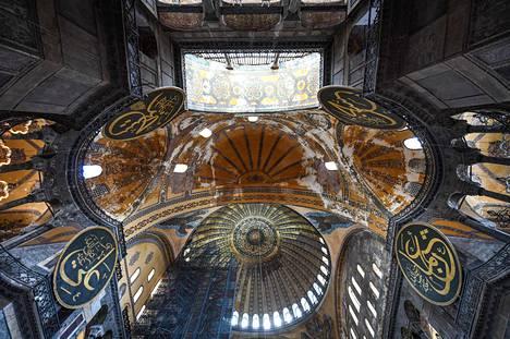 Hagia Sofia oli ennen museoksi muuttamista niin kirkko kuin moskeija.