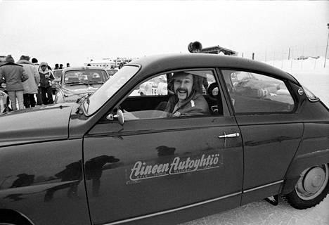 Raimo Häyrinen Tunturirallissa 1975. Autona Saab 96.