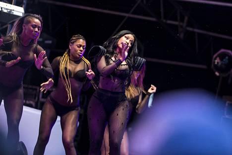 Lahden Summer Upissa Nicki Minaj esitteli sulojaan vartalonmyötäisessä, läpikuultavassa kokoasussa.