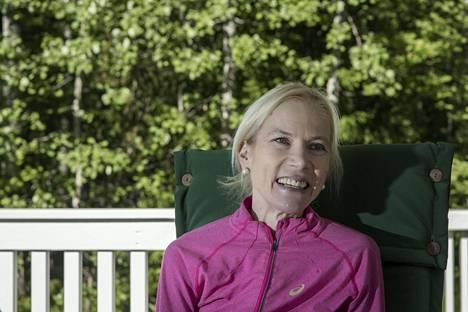 Laura Markovaara kertoi juoksu- ja elämänfilosofiastaan kotiterassillaan Espoossa kesäkuussa 2016.