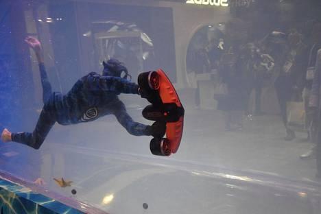 Subluen julkistama White shark on sukeltajille tarkoitettu vedenalainen kuljetuslaite.