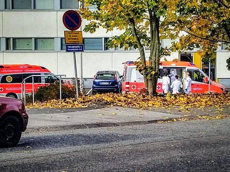 IS:n tiedon mukaan yksi ihminen on viety ambulanssilla hoidettavaksi.