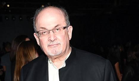 Salman Rushdie oli viime viikolla New Yorkin muotimessuilla.