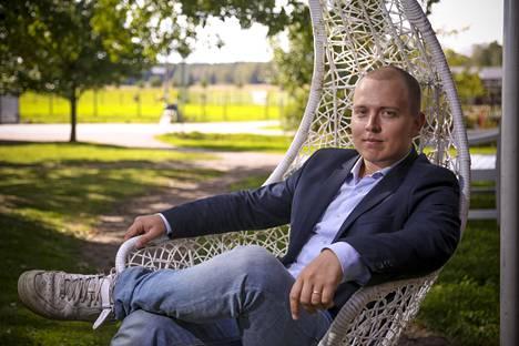 Jukka Oksaharju neuvoo erityisesti aloittelevia sijoittajia. Passiiviset indeksirahastot hajauttamalla olisi heille paras vaihtoehto.