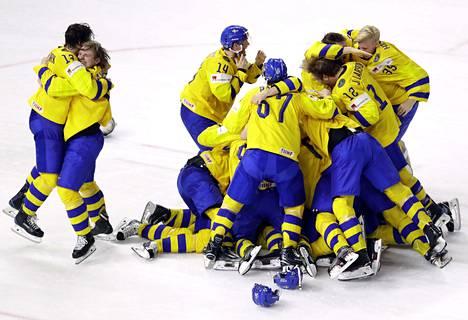 Tre Kronor juhli toista peräkkäistä MM-kultaa.