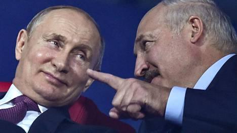Venäjän presidentti Vladimir Putin ja Valko-Venäjän presidentti Aljaksandr Lukashenka kuvattiin yhdessä urheilukisoissa Minskissä kesällä 2019.
