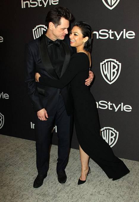 Jim Carrey ja Ginger Gonzaga vaikuttivat rakastuneilta Golden Globe -juhlien virallisilla jatkoilla Beverly Hilton -hotellilla.