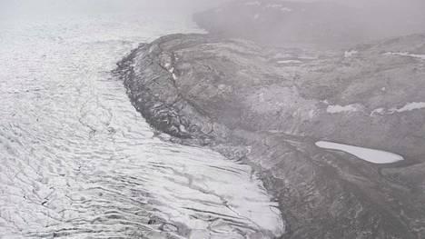 """Tutkijat: Lämpöaalto on aiheuttanut Grönlannin mannerjään """"massiivista sulamista"""""""