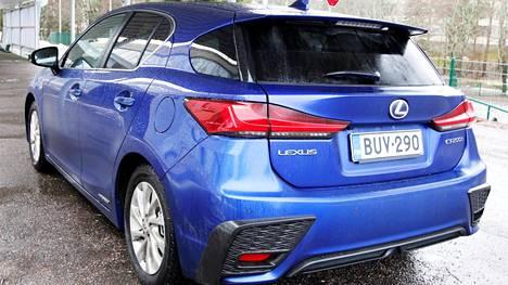 Lexus CT 200h F Sport S:n ohella tarjolla on neljä muuta varustetasoa. Halvimman Eco-version saa 29 991 eurolla Koeajossa olleen F Sport S:n hinta on 43 231 euroa.