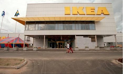 Ikea olisi halunnut Espoon myymälästä sinikeltaisen, mutta Espoon päättäjät halusivat paikalle vaalean rakennuksen.