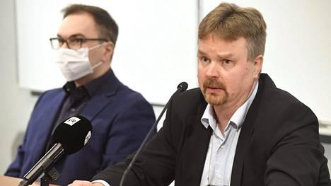 KRP:n rikoskomisario Marko Leponen (vas) ja KRP:n rikosylikomisario Tero Muurman Keskusrikospoliisin tiedotustilaisuudessa.