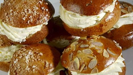 Laskiaispullat kuuluvat monien suomalaisten mielestä kevään maistuvimpiin herkkuihin.