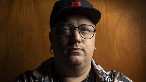 Arttu Wiskarin ensimmäisen singlen Mökkitien julkaisusta tuli kuluneeksi kymmenen vuotta.