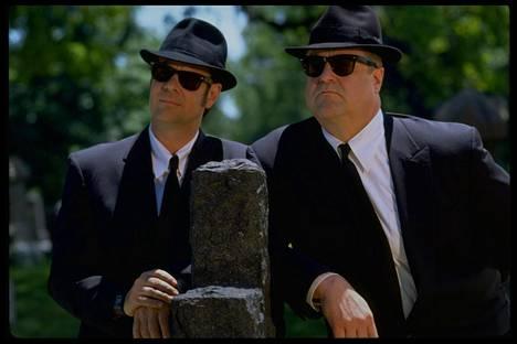 Dan Aykroyd ja John Goodman vetävät taas lasit silmilleen.