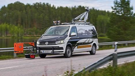 Roadscanners Oy:n kehittämällä liikkuvalla RDSV-tieklinikalla voidaan mitata lähes kaikki tie- ja katuomaisuuden älykkäässä hallinnassa tarvittavat muuttujat.