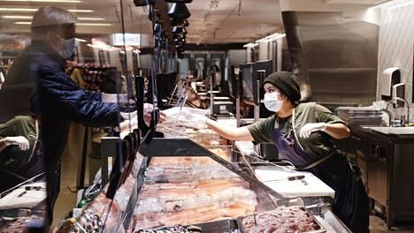 Tänä jouluna suomalaiset panostivat kalapöytään. Myös sushia myytiin reilusti.