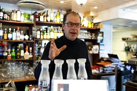 Tage Österlund on joutunut sulkemaan Hjalmarsin hanat.