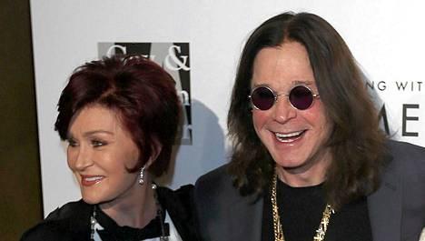 Sharon ja Ozzy Osbourne poseerasivat lauantaina punaisella matolla Los Angelesissa.