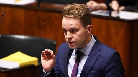 Kansanedustaja Petri Honkonen (kesk.) eduskunnan täysistunnossa Helsingissä 12. marraskuuta 2019.