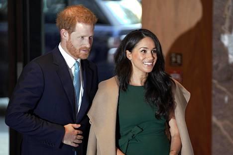 Harry kertoi puheessaan parin tienneen jo viime vuonna gaalassa vieraillessaan, että heistä tulisi pian vanhempia.