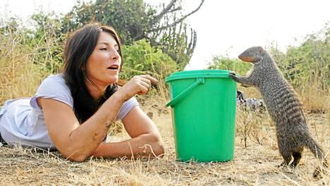 Eläintieteilijä Lucy Cooke haluaa tietää, kuinka eläimet puhuvat.