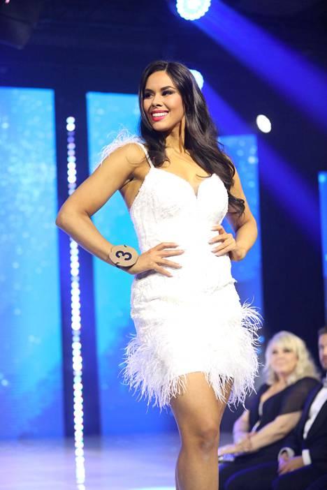 Emilia Lepomäki lähtee edustamaan Suomea Miss World -kilpailuun.