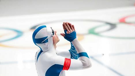 Mika Poutala haki apua ylhäältä ennen uransa toiseksi viimeistä olympiastarttia. Hän sijoittui 2018 Pyeongchangissa 500 metrillä 4:nneksi vain 0,03 sekuntia Kiinan Gao Tinguyn perässä.
