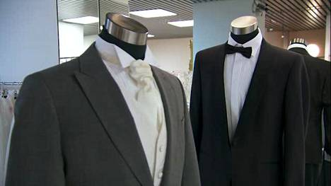 Katso, kuinka muodikas sulhanen pukeutuu häihinsä – ovatko tennarit asiantuntijan mielestä ok?