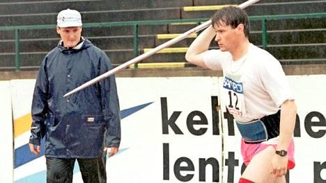 """Kimmo Kinnunen puhuu ensi kertaa urheilijaveljensä Jarkon, 48, kuolemasta – kertoo avoimesti, mikä vei rakkaan pikkuveljen hautaan: """"Yritin puhua järkeä"""""""