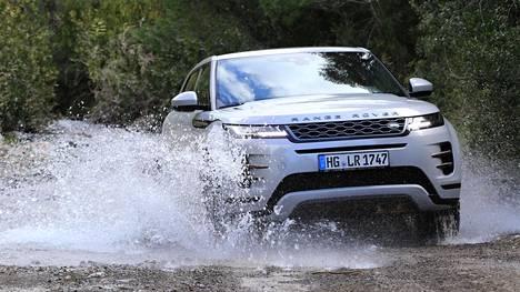 Range Rover Evoque kulkee 21 senttimetrin maavaran turvin kohtuullisen huonoilla mökkiteilläkin.