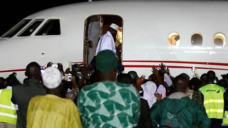 Yahya Jammeh nousi lentokoneeseen 21. tammikuuta 2017 ja poistui Gambiasta.