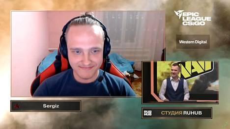 """Akuma-pelaajia, kuten Sergey """"Sergiz"""" Atamanchukia, on väitetty huijareiksi. Kuvakaappaus turnauslähetyksestä."""