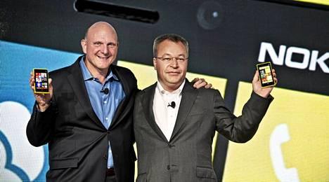 Microsoftin ja Nokian ex-toimitusjohtajat Steve Ballmer ja Stephen Elop.
