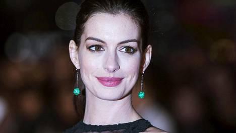 Anne Hathaway sai roolistaan Oscarin lisäksi lukuisia muita palkintoja.