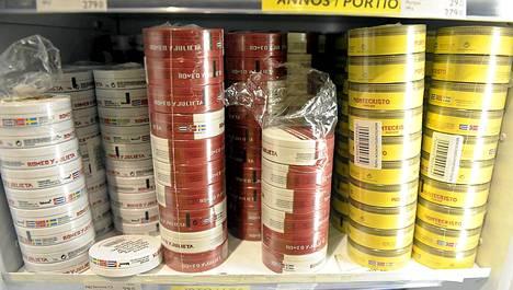 Valmisteilla oleva EU-direktiivi saattaa johtaa nuuskan valmistuksen lopettamiseen Ruotsissa, josta sitä tuodaan Suomeen omaan käyttöön.