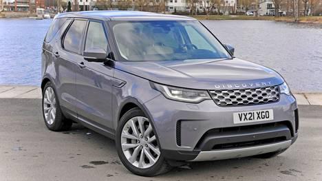 Land Roverin ominaispiirteisiin on aina kuulunut tietty eksklusiivisuus ja eleganssi. Uudistunut Discovery ei petä näitä odotuksia. Pituudeltaan lähes viisimetrinen Disco on kookas ja painava, mutta myös massasta erottuva monikäyttöauto.