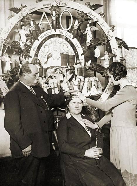 Spiritismin harjoitusta 1930-luvulla.
