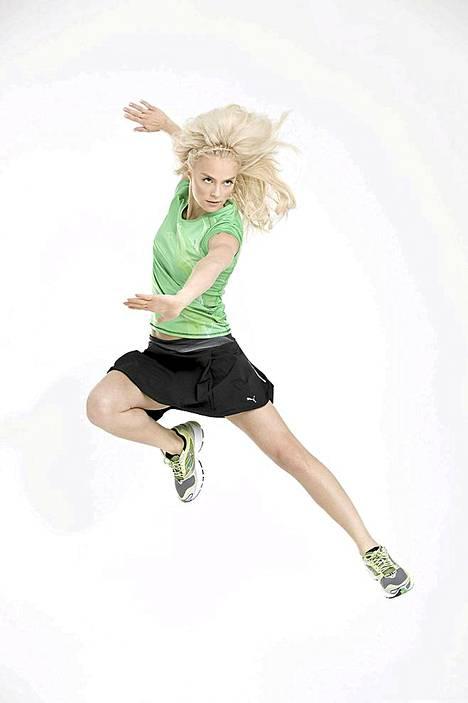 Kaunis jääkuningatar poseerasi PUMA Complete Running -mallistolle.