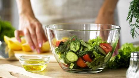 Jo osittainenkin kovien rasvojen korvaaminen pehmeillä pienentää sydän- ja verisuonitaudin riskiä.