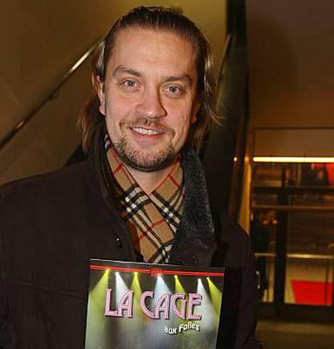 Näyttelijä Oskari Katajisto toimii jatkossa Hunks-tanssiryhmän käsikirjoittajana ja juontajana.