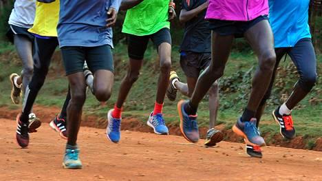 Kenialaiset ovat hallinneet maailman kestävyysjuoksua. Nyt heitä kuitenkin uhkaa olympiapanna.