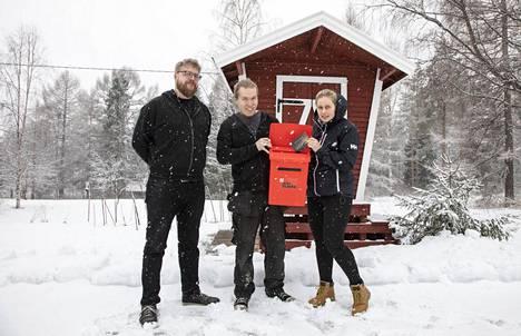 Matti Nuutinen ja Henri Hänninen sekä Anne-Leena Pellikka lähettivät terveisiä tulevalle eduskunnalle.