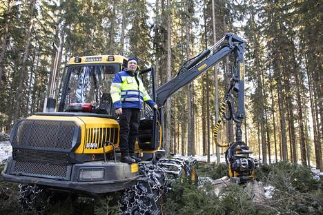 Markku Nurminen on kokenut metsäkoneen kuljettaja.