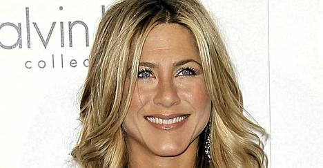 Jennifer Aniston säväytti rohkealla asullaan Elle-lehden gaalassa.