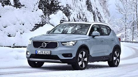 Volvo XC40 on uutuusmalli, jonka voi kohta nähdä Suomenkin teillä: maahantuojan tilauskirjassa oli jo merkintä 400 autosta ennen kuin halukkaat olivat edes nähneet autoa. Ilta-Sanomat tutustui malliin jo viime marraskuussa Espanjan kuivalla asvaltilla. Nyt ajettiin myös lumella ja jäällä.