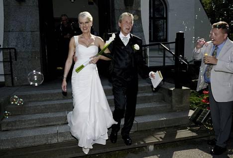 Pia ja Matti vihittiin Joutsenon kirkossa 26. heinäkuuta 2014.