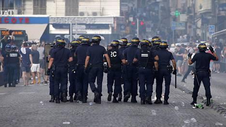 Venäläiset huligaanit aiheuttivat Marseillessa ongelmia lauantaina.