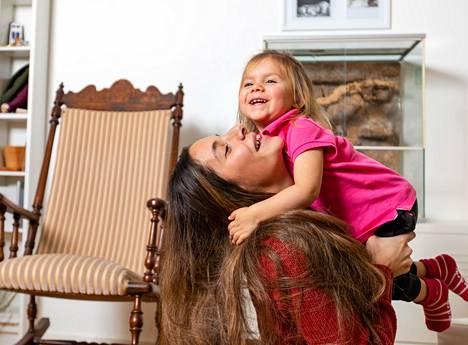 Synnytyksen jälkeistä masennusta oli kestänyt yli vuosi kun Luisa sai puhuttua asiasta läheisilleen.