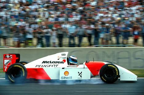 McLaren-Peugeot oli alitehoinen ja epäluotettava, mutta Häkkinen kurvaili silti viidesti palkintokorokkeelle.
