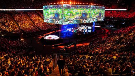 League of Legends on maailman suosituin kilpapeli. Kuva vuoden 2019 MM-finaalista Pariisista.